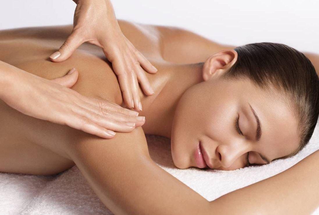 Masaje sensual a una mujer